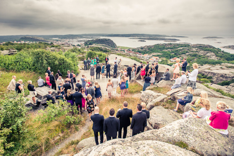 We are wedding photographers andré nordblom benjamin rudström hunnebostrand ulebergshamn smögen bovallstrand kompassrosen destination wedding beach mountain couple love ceremony pictures (5)