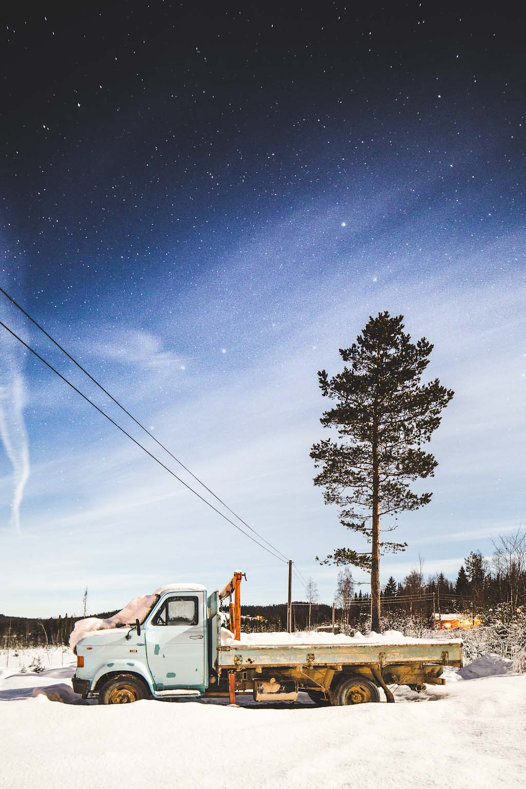 norway trysil wedding photographer skiing winter ski snowboard trip travel destination northern sky stars starry (1)