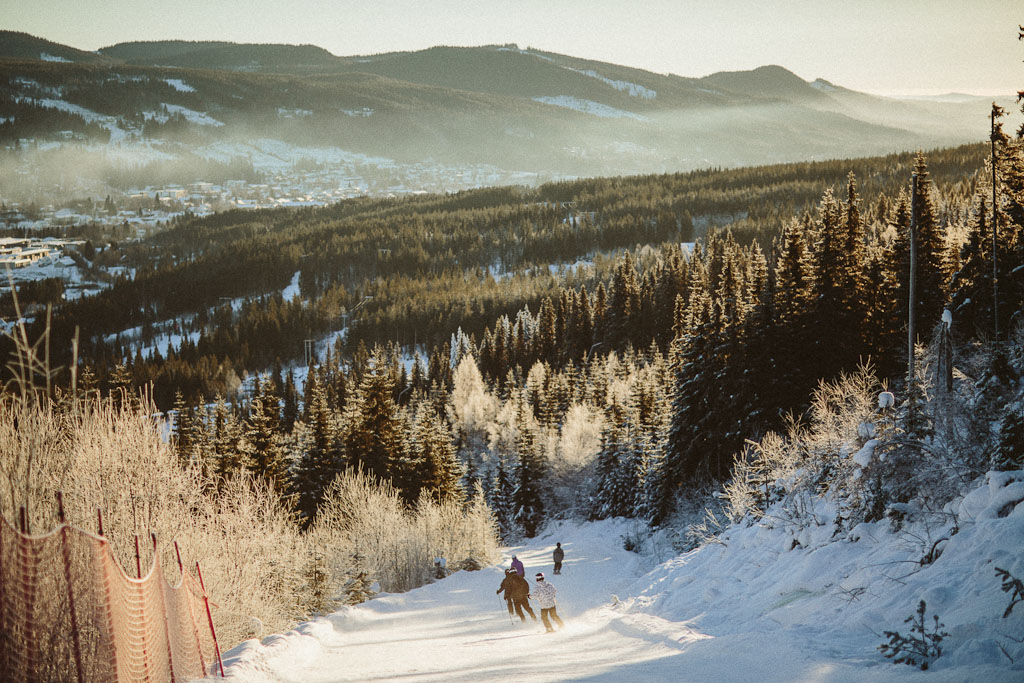 norway trysil wedding photographer skiing winter ski snowboard trip travel destination northern sky stars starry (12)